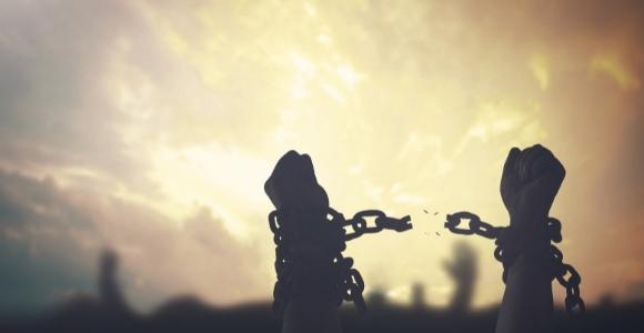 broken chains illustrating no more slavery